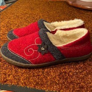 EUC Acorn Wool Slippers